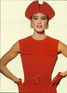Klein_Vogue_Italia_March_1988_09.thumb.jpg.b3ade11d278aed917956a7f236e656de.jpg