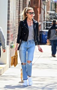 Martha-Hunt-in-Black-Leather-Jacket--01-662x1044.jpg