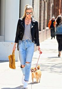 Martha-Hunt-in-Black-Leather-Jacket--02-662x937.jpg