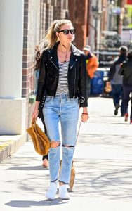 Martha-Hunt-in-Black-Leather-Jacket--03-662x1055.jpg