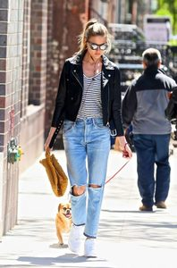 Martha-Hunt-in-Black-Leather-Jacket--04-662x1001.jpg