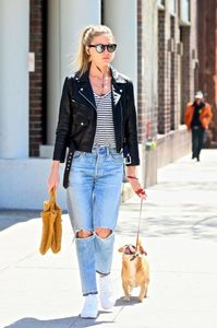 Martha-Hunt-in-Black-Leather-Jacket--05-662x995.jpg