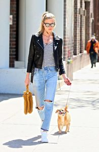 Martha-Hunt-in-Black-Leather-Jacket--07-662x1017.jpg