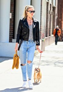 Martha-Hunt-in-Black-Leather-Jacket--09-662x964.jpg