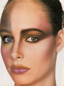 Penn_Vogue_US_May_1983_04.thumb.jpg.0509f76e7a8f8c143255ba8dfa9da36c.jpg