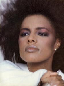 Varriale_Vogue_US_December_1983_01.thumb.jpg.77083723170f24c32d07141e768191a2.jpg