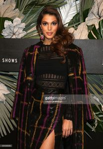iris-mittenaere-attends-e-elle-img-fashion-week-kickoff-on-february-8-picture-id634326096.jpg