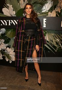 iris-mittenaere-attends-e-elle-img-fashion-week-kickoff-on-february-8-picture-id634326098.jpg