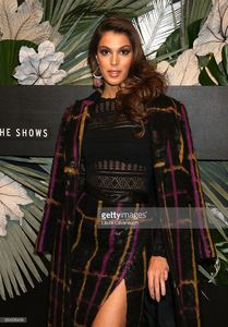iris-mittenaere-attends-e-elle-img-fashion-week-kickoff-on-february-8-picture-id634326406.jpg