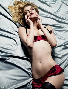lydia-hearst-for-myla-lingerie-ad-campaign.thumb.jpg.788e24446b94aa7bfe018d98e66bf8be.jpg