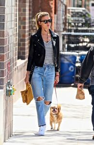 martha-hunt-out-and-about-in-new-york-05-04-2017_5.jpg