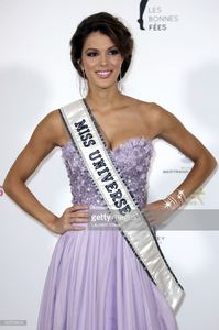 miss-univers-2017-iris-mittenaere-attends-les-bonnes-fees-charity-at-picture-id655795634.jpg