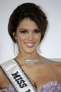 miss-univers-2017-iris-mittenaere-attends-les-bonnes-fees-charity-at-picture-id655795638.jpg