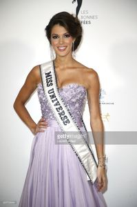 miss-univers-2017-iris-mittenaere-attends-les-bonnes-fees-charity-at-picture-id655795684.jpg