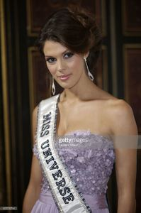miss-univers-2017-iris-mittenaere-attends-les-bonnes-fees-charity-at-picture-id655795740.jpg