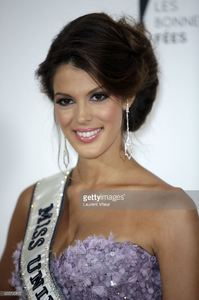 miss-univers-2017-iris-mittenaere-attends-les-bonnes-fees-charity-at-picture-id655795822.jpg