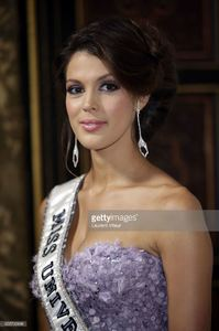 miss-univers-2017-iris-mittenaere-attends-les-bonnes-fees-charity-at-picture-id655795888.jpg