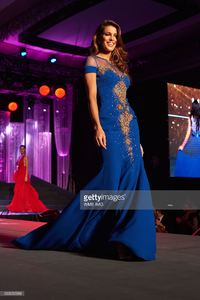 miss-universe-france-iris-mittenaere-visita-national-gift-auction-picture-id633055588.jpg