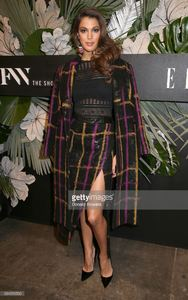 miss-universe-iris-mittenaere-attends-e-elle-img-celebration-to-nyfw-picture-id634315530.jpg