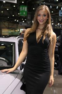 2016-Geneva-Motor-Show-girls-2.jpeg