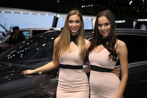 2016-Geneva-Motor-Show-girls-21.jpeg