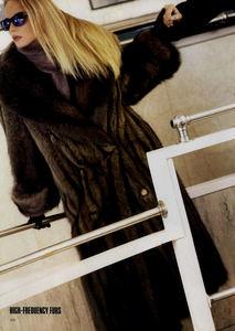 Metzner_Vogue_US_November_1987_07.thumb.jpg.0abda82fced4503195087a81047d3cfa.jpg