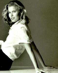Vogue_Italia_February_1989_18.thumb.jpg.541f9aa9d5488cf3cc8977055a01e082.jpg