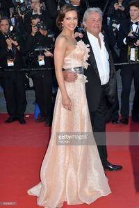 alain-delon-and-marine-lorphelin-attend-the-premiere-of-zulu-and-the-picture-id169580947.jpg