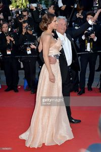 alain-delon-and-marine-lorphelin-attend-the-premiere-of-zulu-and-the-picture-id169580970.jpg