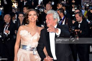 alain-delon-and-marine-lorphelin-attend-the-premiere-of-zulu-and-the-picture-id169580995.jpg