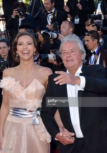 alain-delon-and-marine-lorphelin-attend-the-premiere-of-zulu-and-the-picture-id169581011.jpg