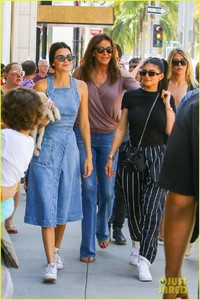 kendall-kylie-jenner-spend-fathers-day-at-car-show-with-caitlyn-04.jpg