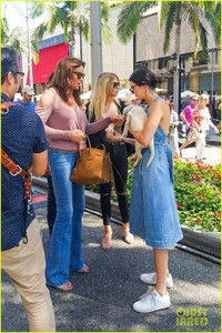 kendall-kylie-jenner-spend-fathers-day-at-car-show-with-caitlyn-09.jpg