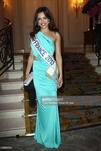 marine-lorphelin-attends-the-global-gift-gala-at-hotel-george-v-on-picture-id168681775.jpg