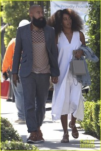 solange-knowles-lunch-gracias-madre-alan-03.jpg