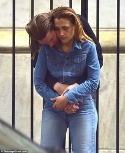 4218723900000578-4672926-Quiet_moment_The_pair_looked_deep_in_thought_as_Alex_hugged_the_-a-92_1499377178303.thumb.jpg.265e70efc9902f0e32575eda8cd5851d.jpg