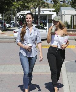 46250071_lana-del-rey-getting-coffee-in-la-48.jpg