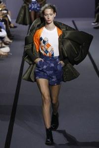 Lauren de Graaf at Viktor & Rolf Fall 2017 Couture.jpg