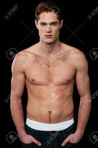 26325542-Mod-le-masculin-Torse-nu-avec-un-corps-muscl--Banque-d'images.jpg
