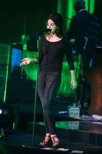 Lana-Del-Rey-Performs-at-O2-Academy-Brixton--04.jpg
