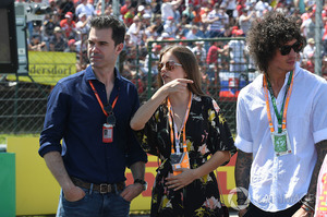 597f234e744d3_f1-hungarian-gp-2017-barbara-palvin-model-and-actress-on-the-grid-with-marc-hynes(1).thumb.jpg.91c24f3060a8dded56b692a2c1b50856.jpg