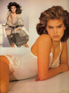 Comte_Vogue_US_March_1983_08.thumb.jpg.a1c225befaa3ef5437594d7943ad1876.jpg