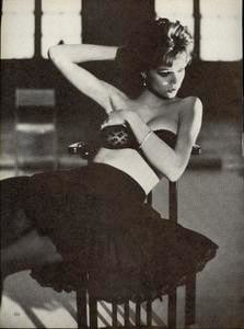 Elgort_Vogue_US_March_1982_03.thumb.jpg.64f0c7b61f7ad9a007aab59c49e3b01c.jpg