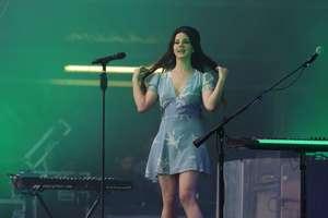 Lana-Del-Rey-Performs-at-Lollapalooza--04.jpg