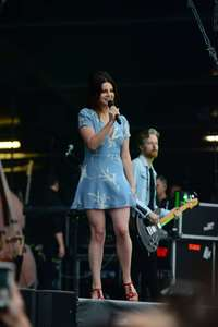 Lana-Del-Rey-Performs-at-Lollapalooza--06.jpg