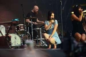 Lana-Del-Rey-Performs-at-Lollapalooza--15.jpg