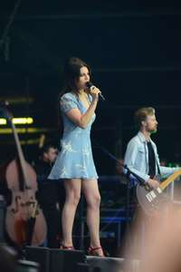 Lana-Del-Rey-Performs-at-Lollapalooza--20.jpg