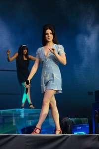 Lana-Del-Rey-Performs-at-Lollapalooza--22.jpg