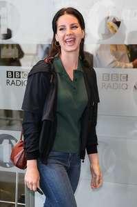 Lana-Del-Rey-at-BBC-Radio-1-Studios--01.jpg