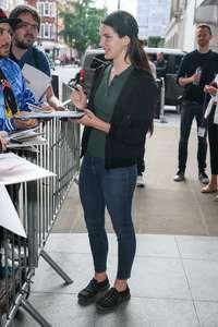 Lana-Del-Rey-at-BBC-Radio-1-Studios--04.jpg